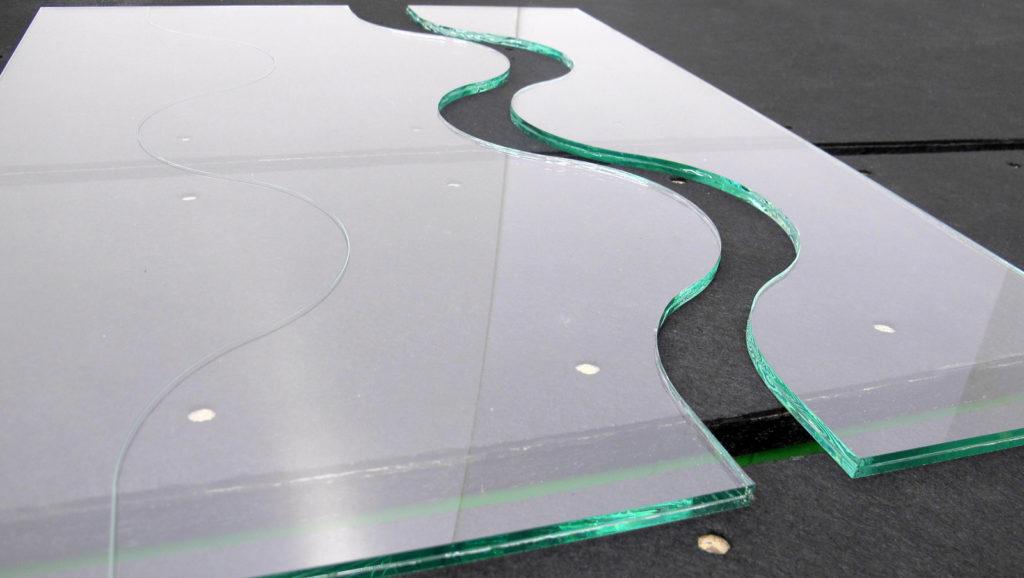 Резка стекла и зеркал по размерам